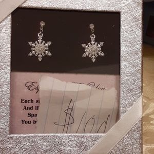 Especially For You snowflake earrings diamonds